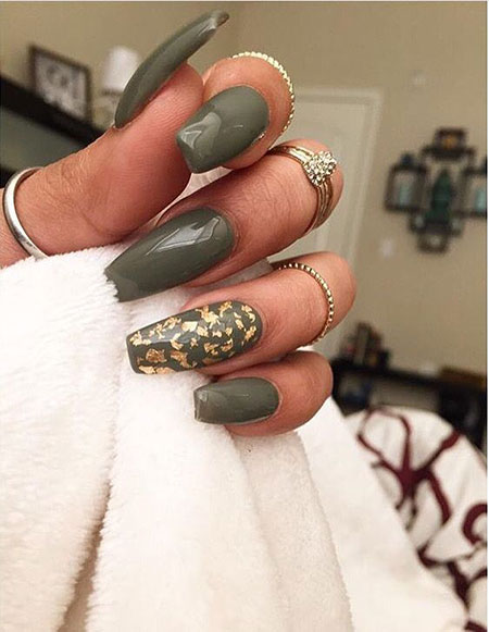 Green Polish Fingernail Essie
