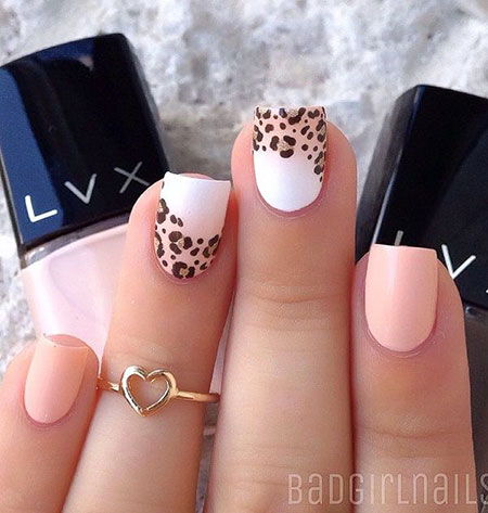 Light Manicure Trend Paint