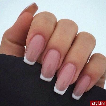 Manicure Nude Matte Nägel